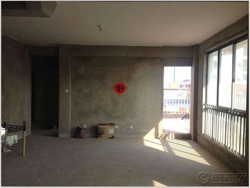 门口看客厅2.jpg