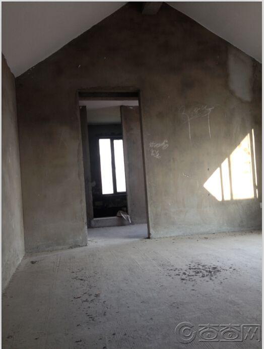 6楼斜顶卧室.jpg