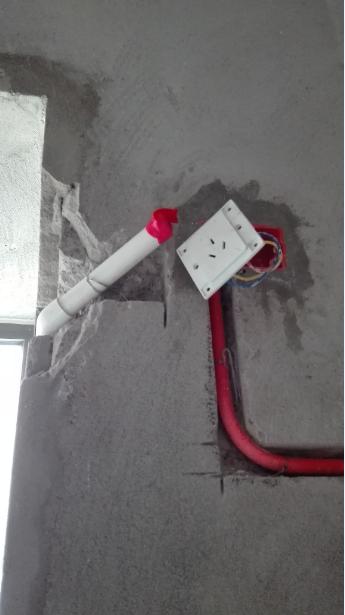 主卧空调排水管改造2