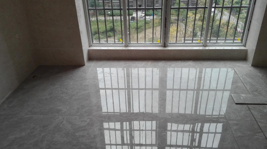 阳台墙、地砖铺贴